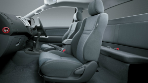 toyota-hilux-extra-cab-4x4-sr5-manual-seating capacity